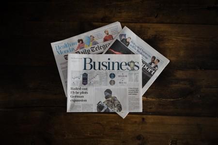 桌上的三份报纸