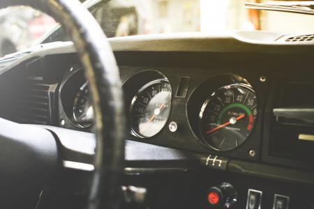 老资深汽车仪表板