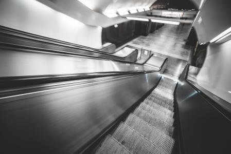 地下地铁自动扶梯在催眠运动