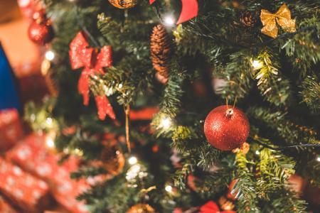 与装饰的圣诞树