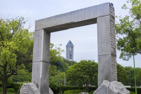 从东山公园可以看到的东山天空塔免费照片