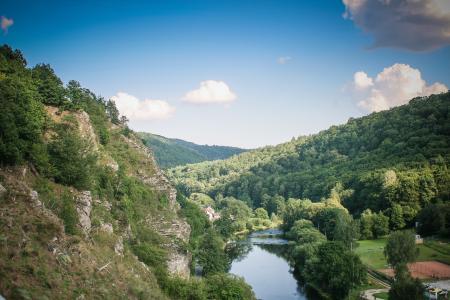 Vranov山之间的河