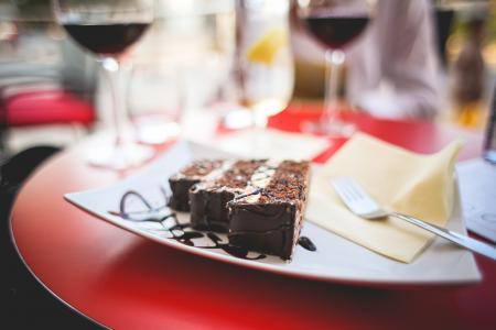 甜美味的巧克力蛋糕