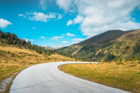 在奥地利山脉的空路