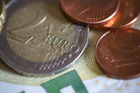 欧元€硬币关闭