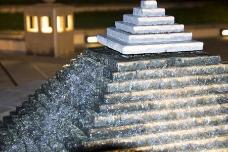 金字塔喷泉(福冈市海滨公园)