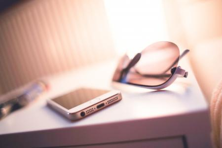 iPhone 5S与运动时尚太阳镜