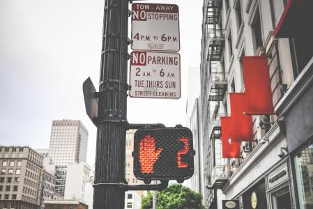 典型的行人红色交通灯倒计时在加利福尼亚州