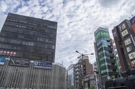 JR新桥站前照片