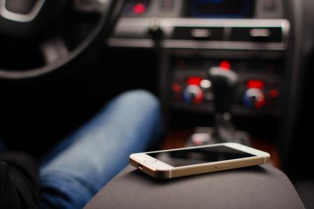 在汽车的iPhone 5S