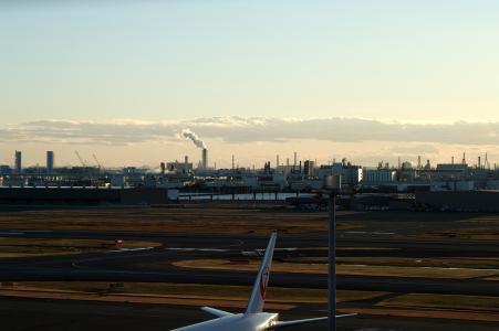 从羽田机场可以看到免费的工厂材料