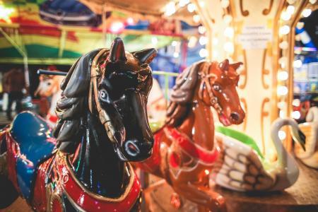 在乐趣公平的乘驾的传统转盘马