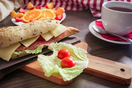 新鲜的法式面包早餐