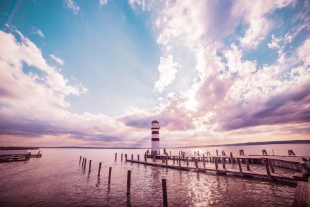 灯塔和日落:丰富多彩的编辑
