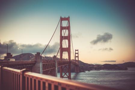 旧金山日落时的金门大桥老式的颜色