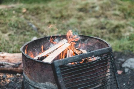 在山营地营火