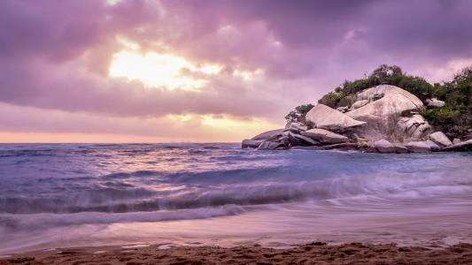哥伦比亚海浪风光