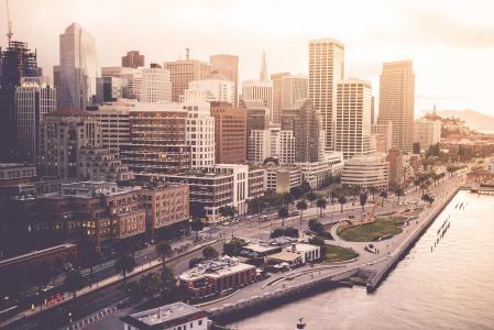 在旧金山金融区的日落