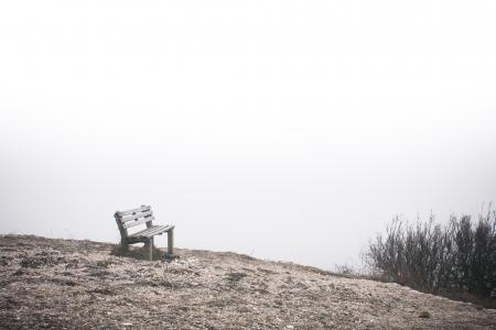 在世界尽头的寂寞长凳