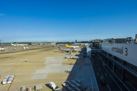 成田机场终端3免费股票照片的飞机