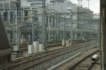 铁路轨道从东京站家可见