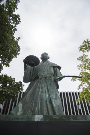 黑田子句雕像