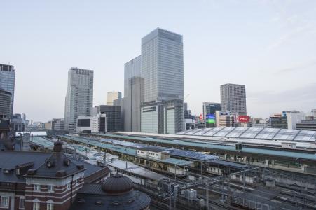东京车站之家和周边建筑的免费照片