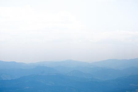 蓝色山剪影