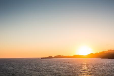 在海边美丽的日落