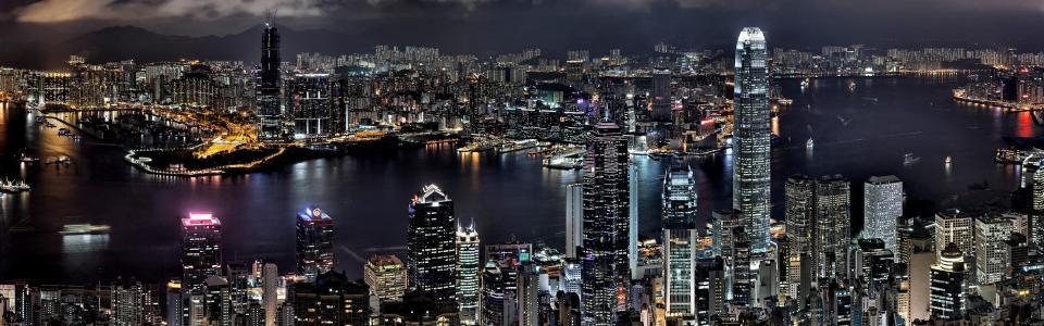 夜晚璀璨的香港岛和湾仔区