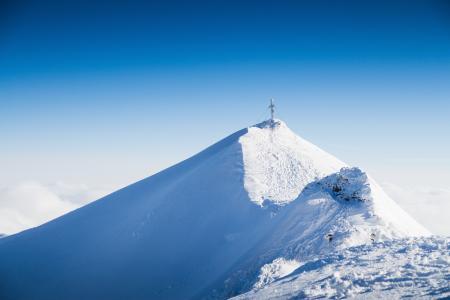 Mölltaler冰川峰顶的十字架