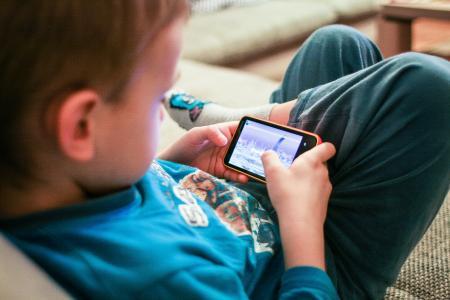 孩子喜欢手机游戏