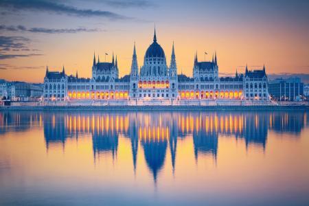 匈牙利国会大厦的日落
