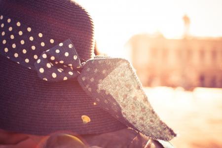 在阳光的女孩帽子