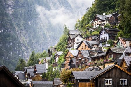 在奥地利山的葡萄酒童话房子