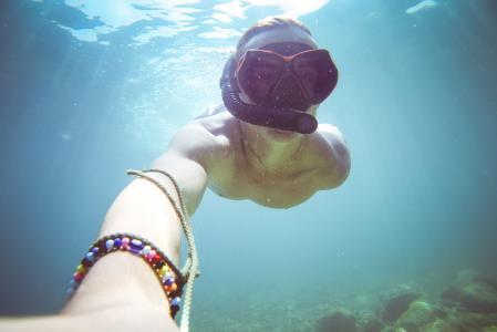 水下潜水/浮潜自拍在海上