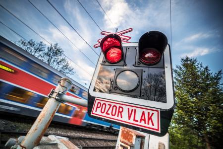 Pozor Vlak捷克铁路穿越标志