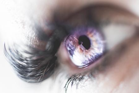人眼的五颜六色的宏观图象