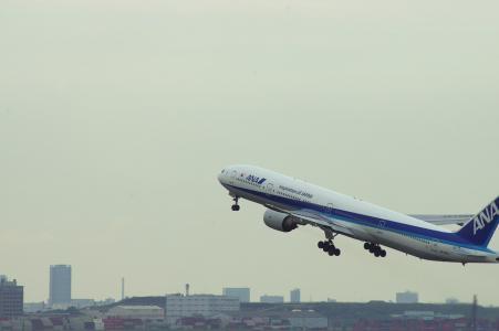 飞行的飞机免费图片