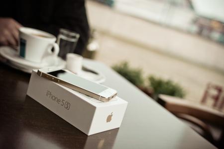 新的iPhone 5S金咖啡馆