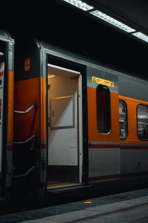 停靠站台的火车