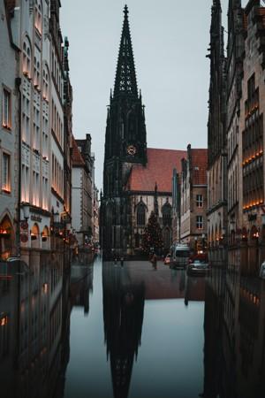 美丽的城市建筑倒影