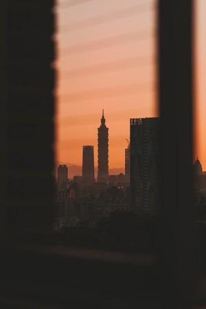 黎明的城市建筑风光