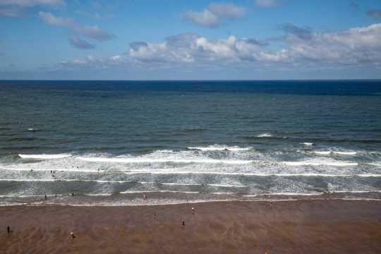 辽阔的大海沙滩风光