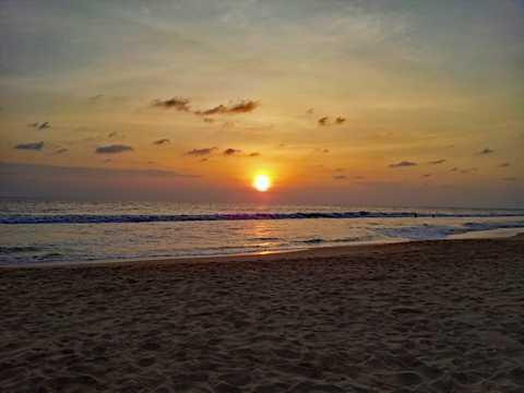 斯里兰卡落日海滩光景