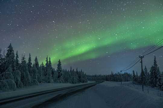 冬天雪地唯美夜空