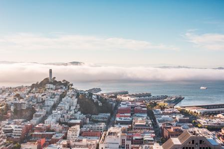 有Coit塔的旧金山湾全景