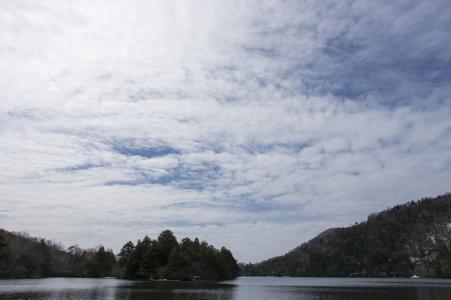 Yuno湖照片的蓝天