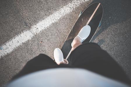 骑滑板的长板