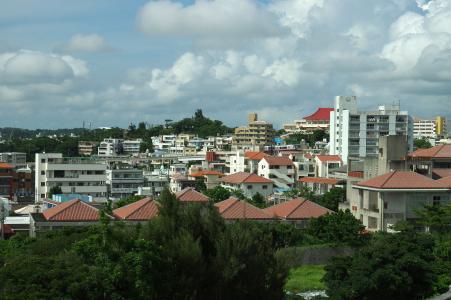 从首里城堡看到的冲绳街头免费照片